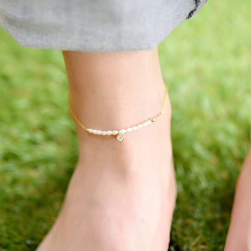 Anklet A type of mini freshwater pearl that symbolizes health, wealth, longevity and innocence