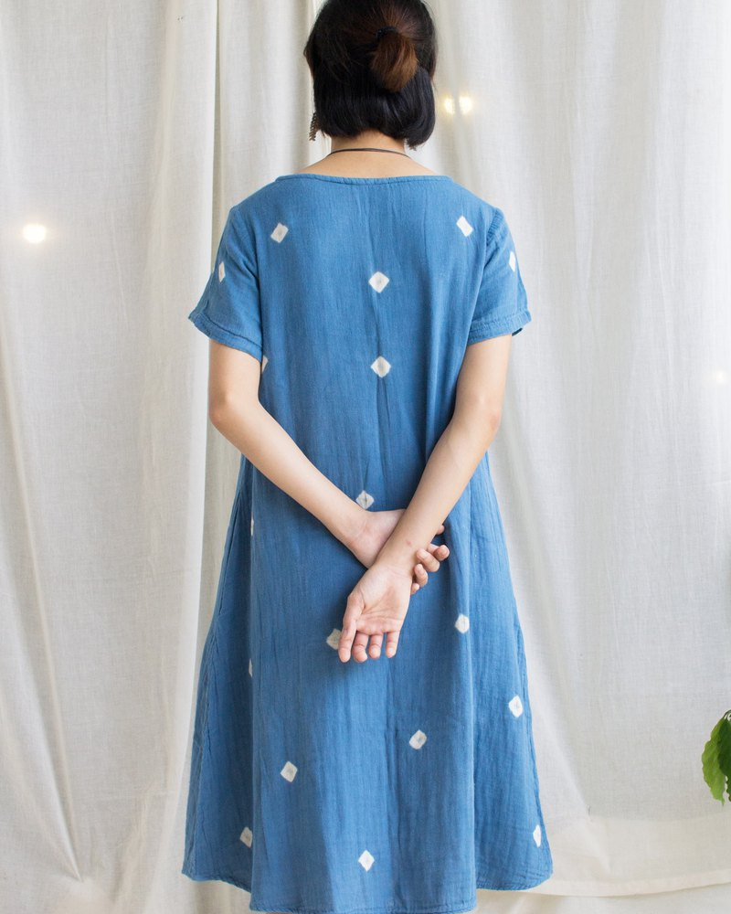Indigo dots dress / round neck with 2 pockets