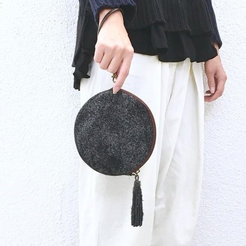 2WAY Pochette with tassels of genuine leather Angola velor [Charcoal gray]